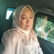 Azlin ( Govt Officer )